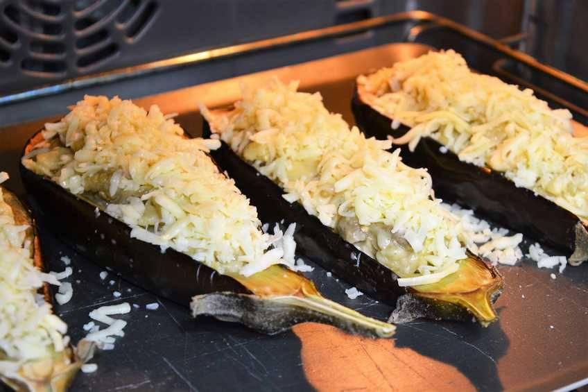 Paso 6 de Berenjenas rellenas de pollo al horno, receta de comida sana y saludable