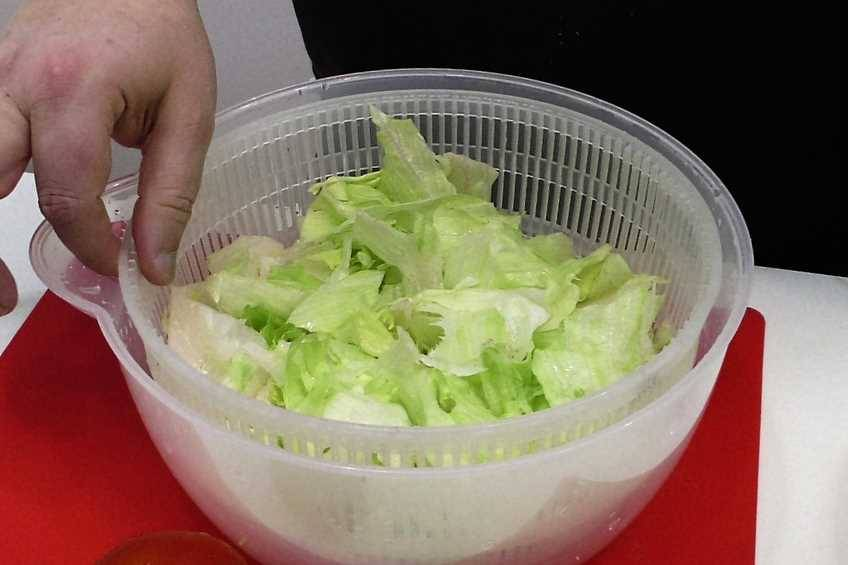 Paso 3 de Ensalada con salsa de yogur