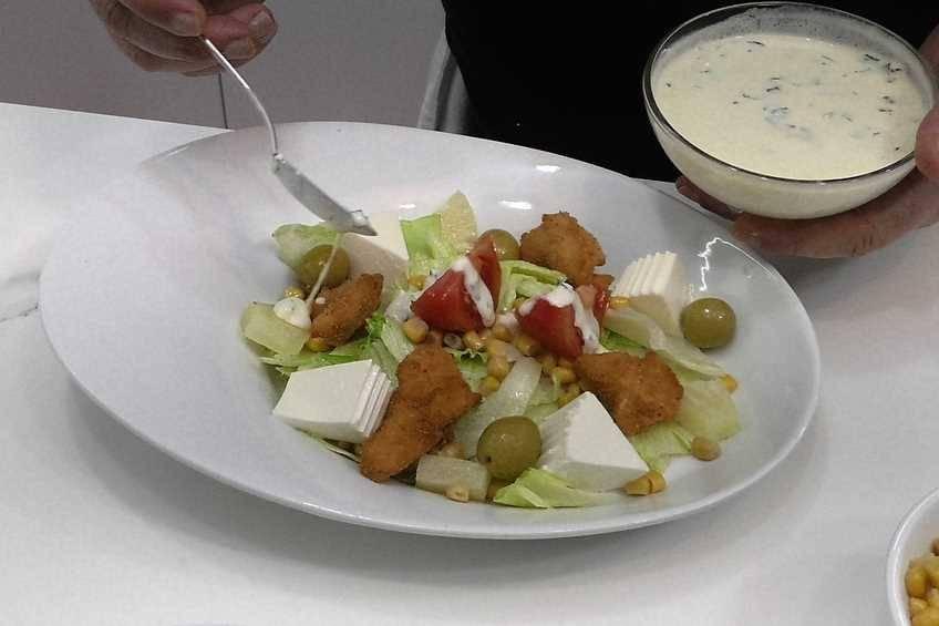 Paso 5 de Ensalada con salsa de yogur
