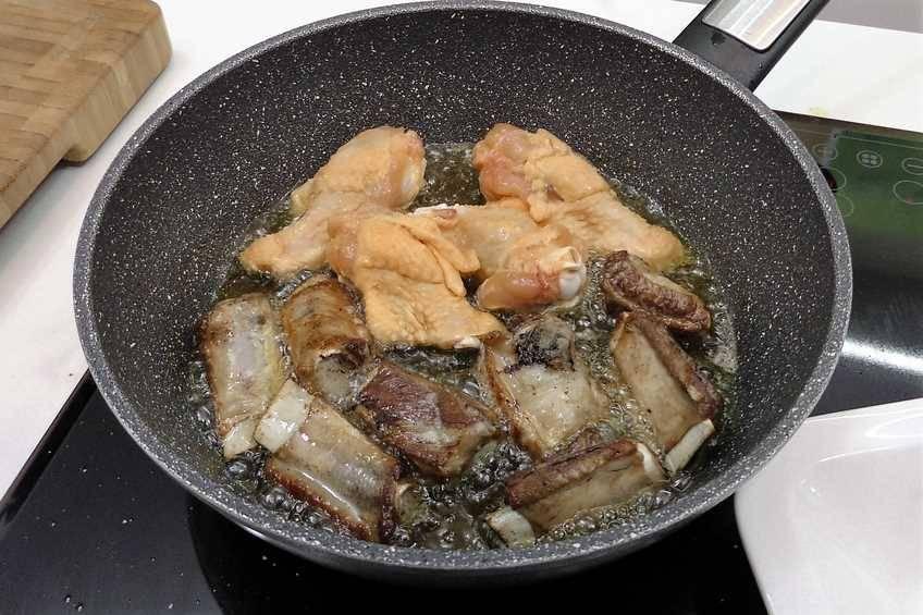 Paso 1 de Paella de arroz con carne y verduras