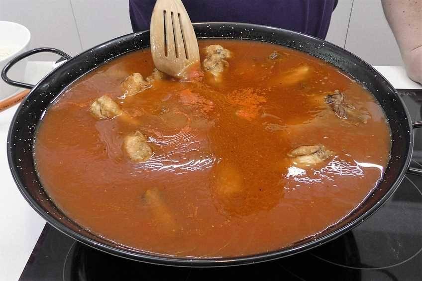 Paso 2 de Paella de arroz con carne y verduras