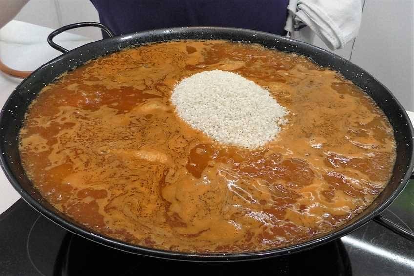 Paso 3 de Paella de arroz con carne y verduras