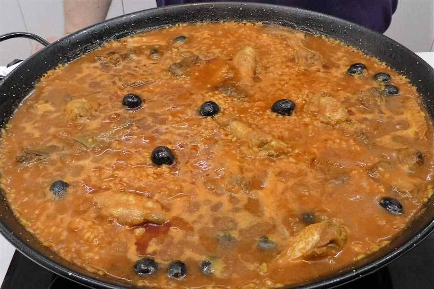 Paso 4 de Paella de arroz con carne y verduras