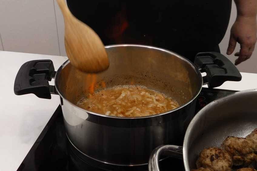 Paso 5 de Receta de albóndigas con salsa Strogonoff