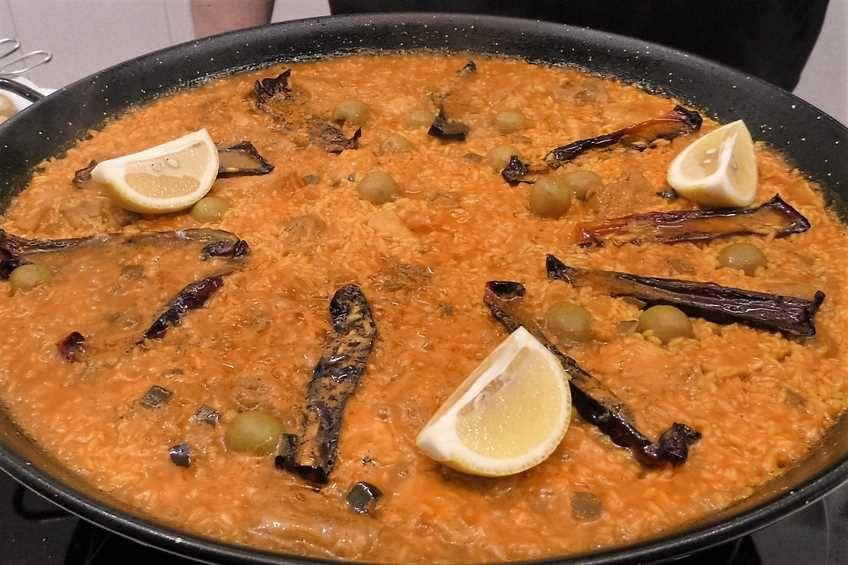 Paso 4 de Paella de arroz con pollo al ajillo