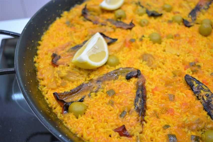 Paso 5 de Paella de arroz con pollo al ajillo