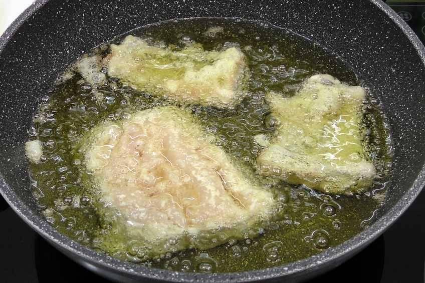 Paso 4 de Merluza rebozada con ensalada