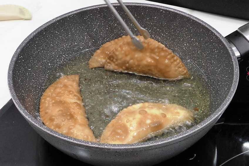 Paso 4 de Empanadillas de bonito, receta casera