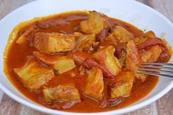 Receta de atún con salsa de tomate y pimientos del piquillo