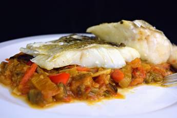 Bacalao con samfaina de verduras