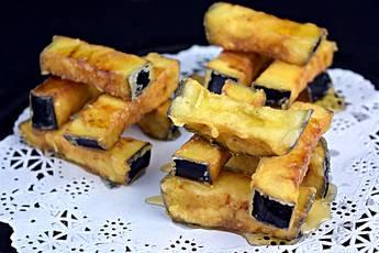 Bastones de berenjena crujientes con miel