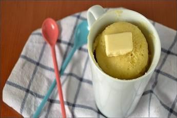 Bizcocho de chocolate blanco al microondas