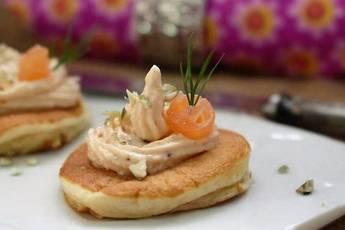 Blinis con paté de salmón ahumado