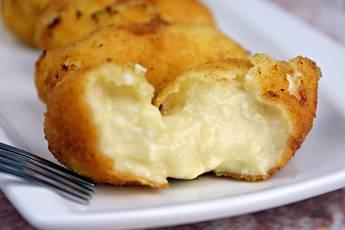 Croquetas de pollo con queso y huevo cocido