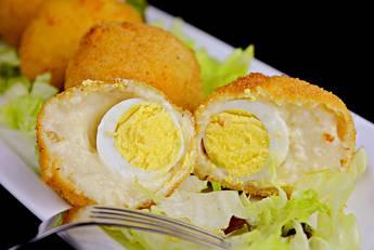 Croquetas rellenas con huevo cocido