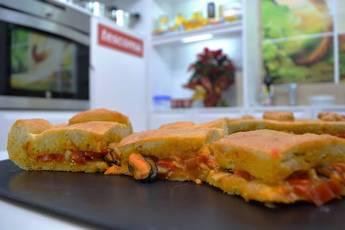 Empanada de mejillones picantones