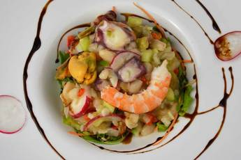 Ensalada de alubias y salpicón de marisco