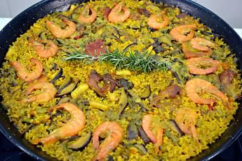 Paella de arroz mar y montaña