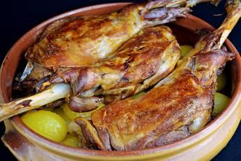 Paletilla de cordero asado con patatas