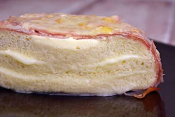 Pastel de jamón y queso con pan de molde