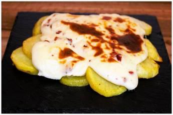 Patatas gratinadas con bechamel de jamón