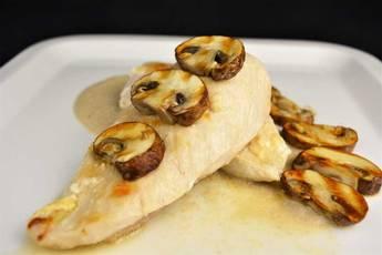 Pechugas de pollo con salsa cremosa de champiñones