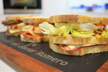 Sándwich de pollo y beicon