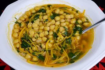 Sopa de garbanzos al estilo asiático
