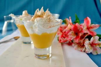 Suspiro de limeña, dulce de leche con merengue