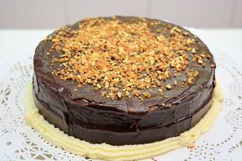 Tarta borracha de chocolate y fresa