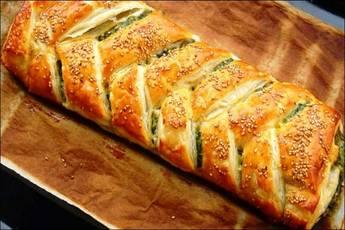 Trenza rellena de espinacas y queso