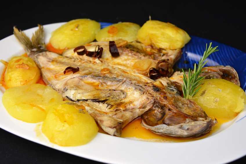 Besugo al horno con patatas for Javier romero cocina