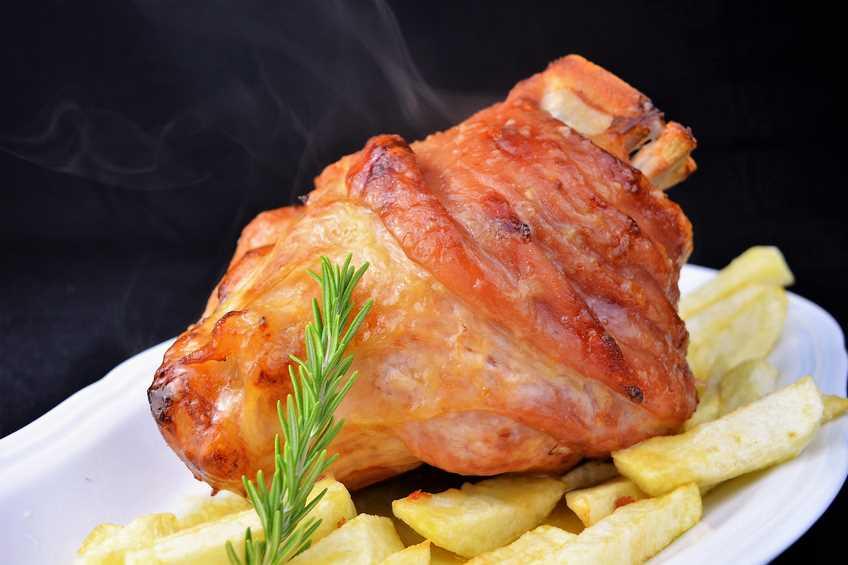 codillo de cerdo al horno con patatas