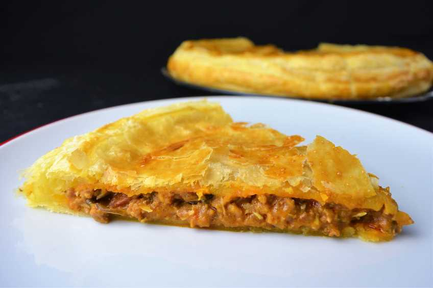 Empanada De Carne Con Masa De Hojaldre