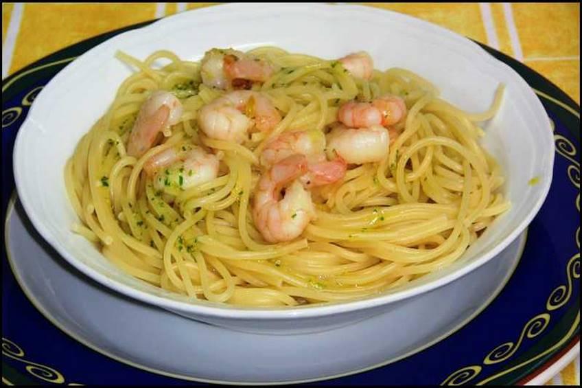 Espaguetis con gambas al ajillo for Como cocinar espagueti