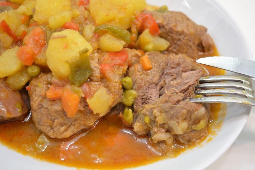 Estofado de ternera con patatas - Guiso de carne de cerdo ...