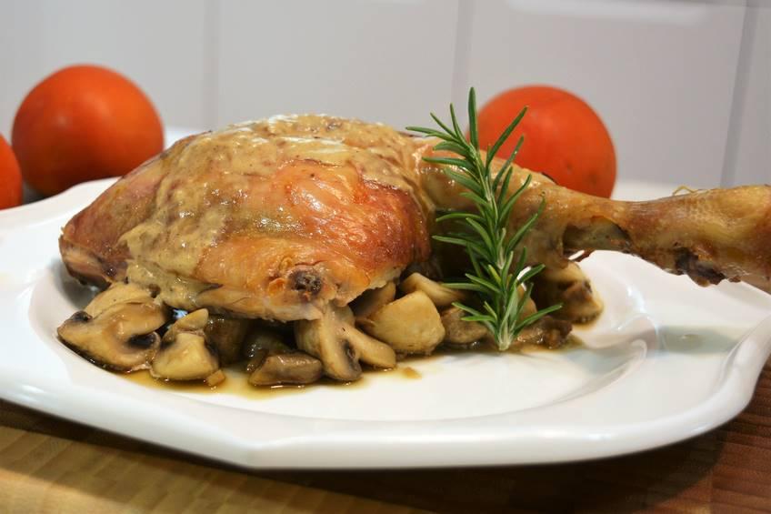 Pollo asado con salsa de champi ones - Salsas para el pollo al horno ...