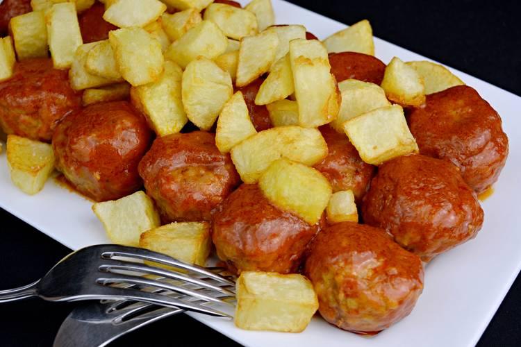 Albóndigas con patatas, la receta de mi abuela