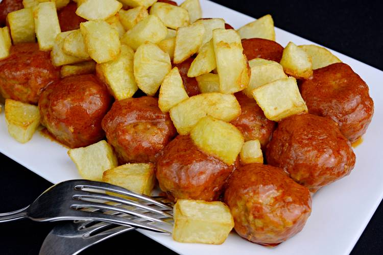Albóndigas con patatas
