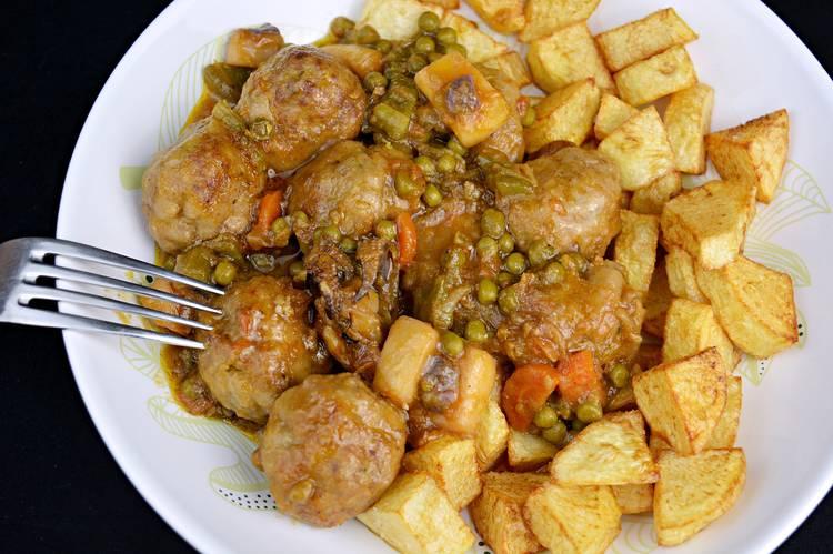 Albóndigas con sepia y verduras