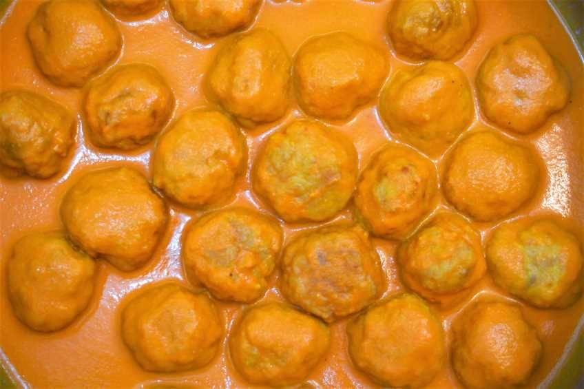 Albóndigas de pollo con salsa de piquillo