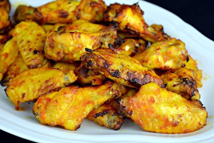 Alitas de pollo con salsa barbacoa casera BBQ