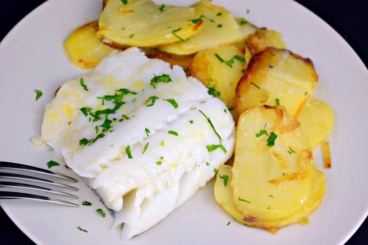 Bacalao al horno con patatas a lo pobre for Cocina bacalao con patatas
