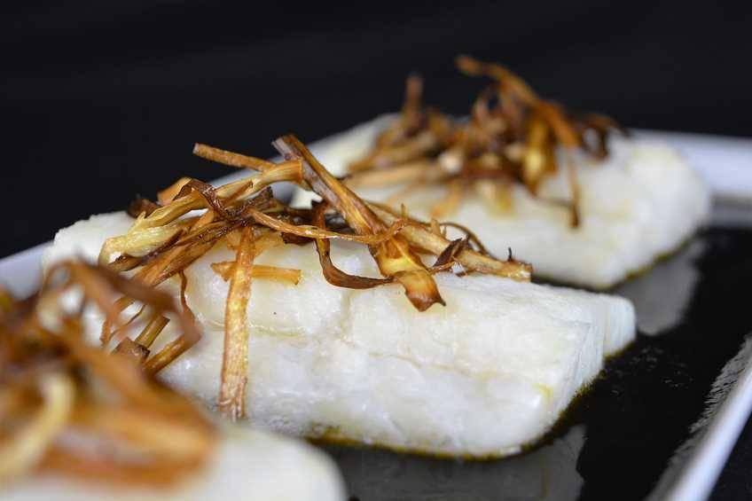 Receta de bacalao con salsa de tinta de calamar