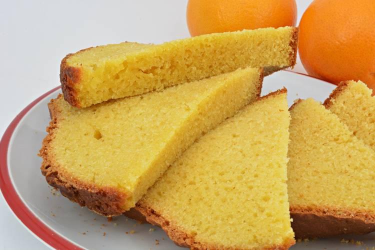Bizcocho de naranja muy esponjoso casero y fácil