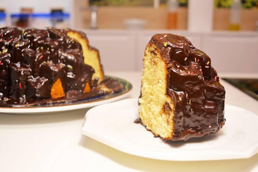 Bundt cake de limón con chocolate