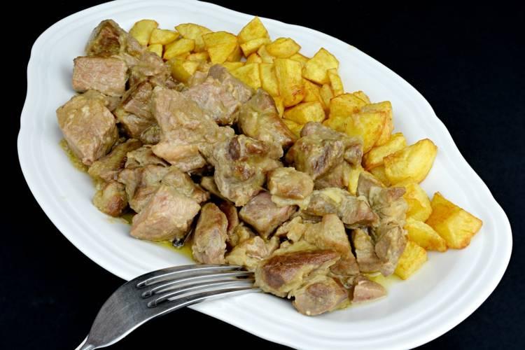 Cabezada de cerdo guisada a la pimienta
