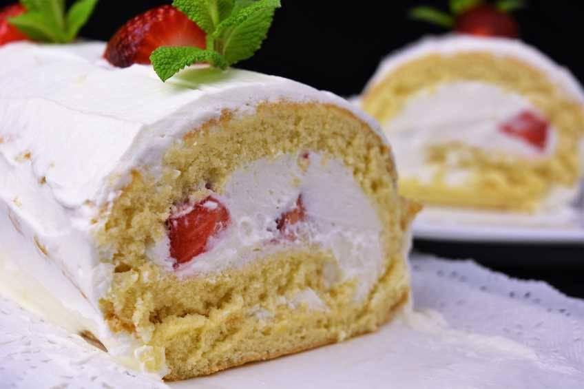 Cómo hacer brazo de gitano de nata y fresas