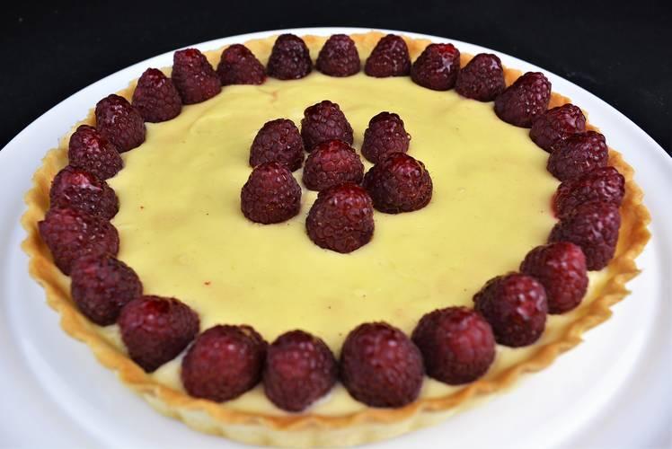 Cómo hacer tarta de chocolate blanco y frambuesas