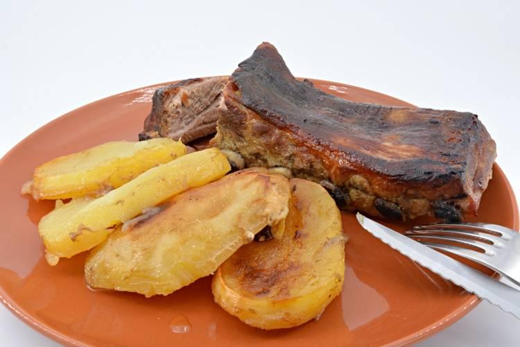 Costilla de cerdo asada al horno con miel y mostaza